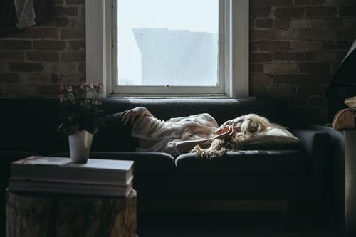 Veniamo al dunque fa davvero così bene dormire al pomeriggio