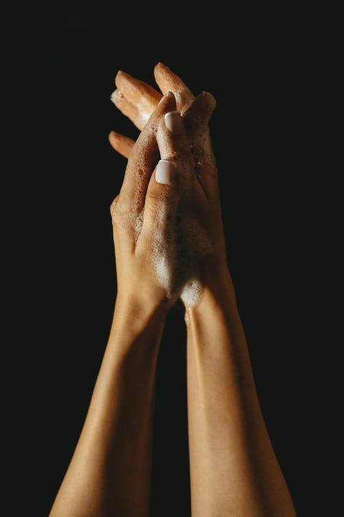 Mani delicate