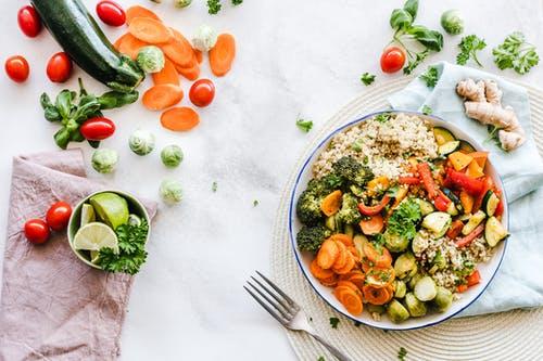 Come nutrirsi portando dei benefici al nostro corpo