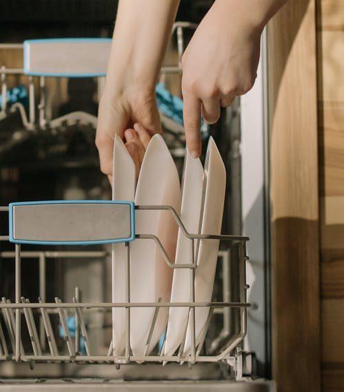 Quali sono gli elementi nocivi che si possono nascondere dentro la lavastoviglie